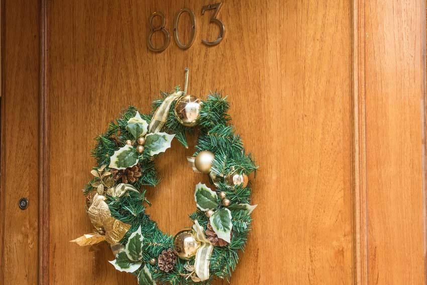 Couronne de Noël : porte d'entrée